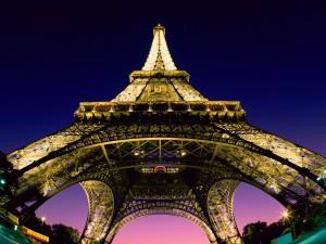 Eiffel_Tower_Paris_03
